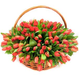 """Цветы в корзинке """"Красные тюльпаны"""""""